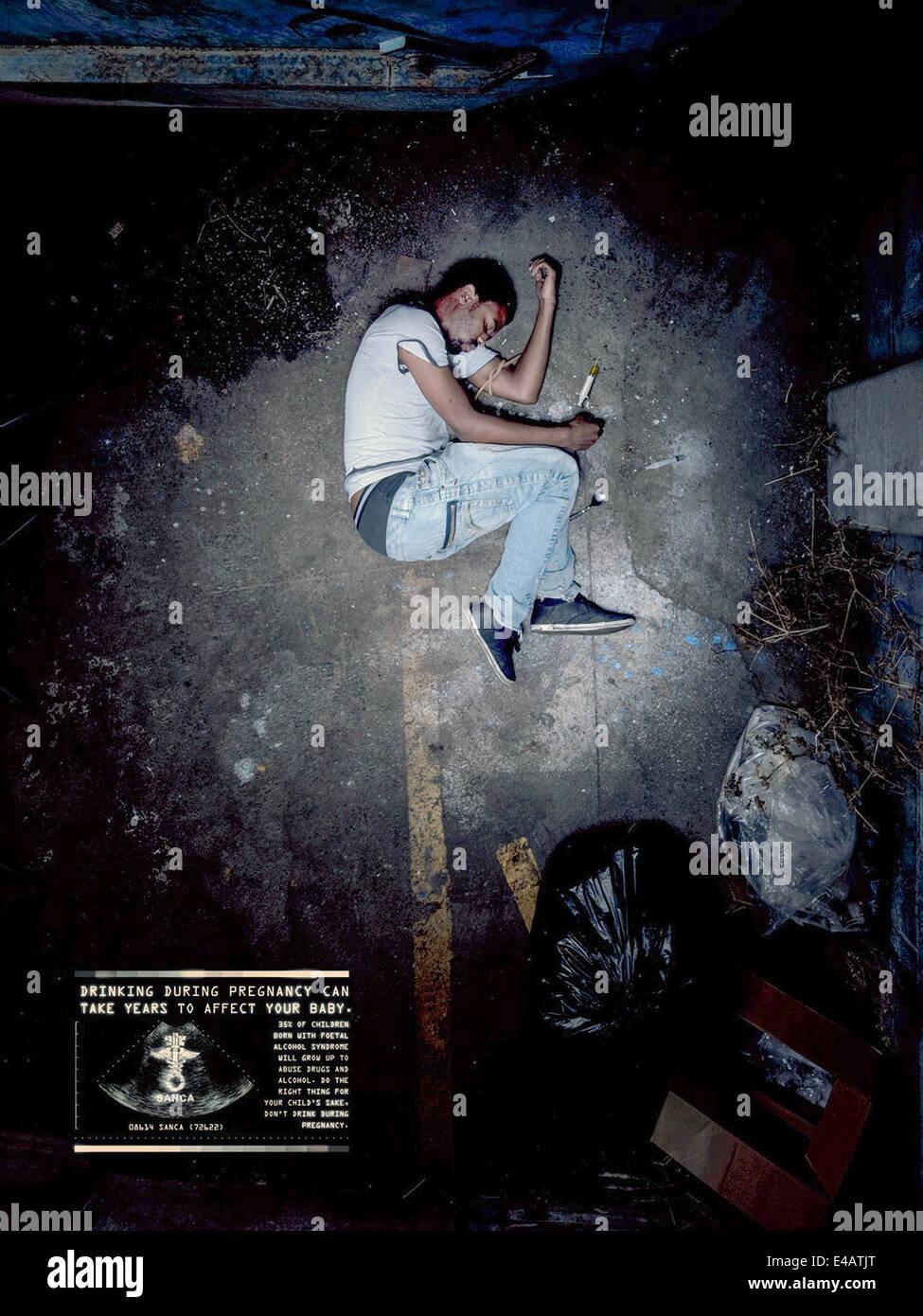 SANCA 2010 sindrome alcolica fetale della campagna di sensibilizzazione poster. Tossicodipendente in posizione fetale. Immagini Stock