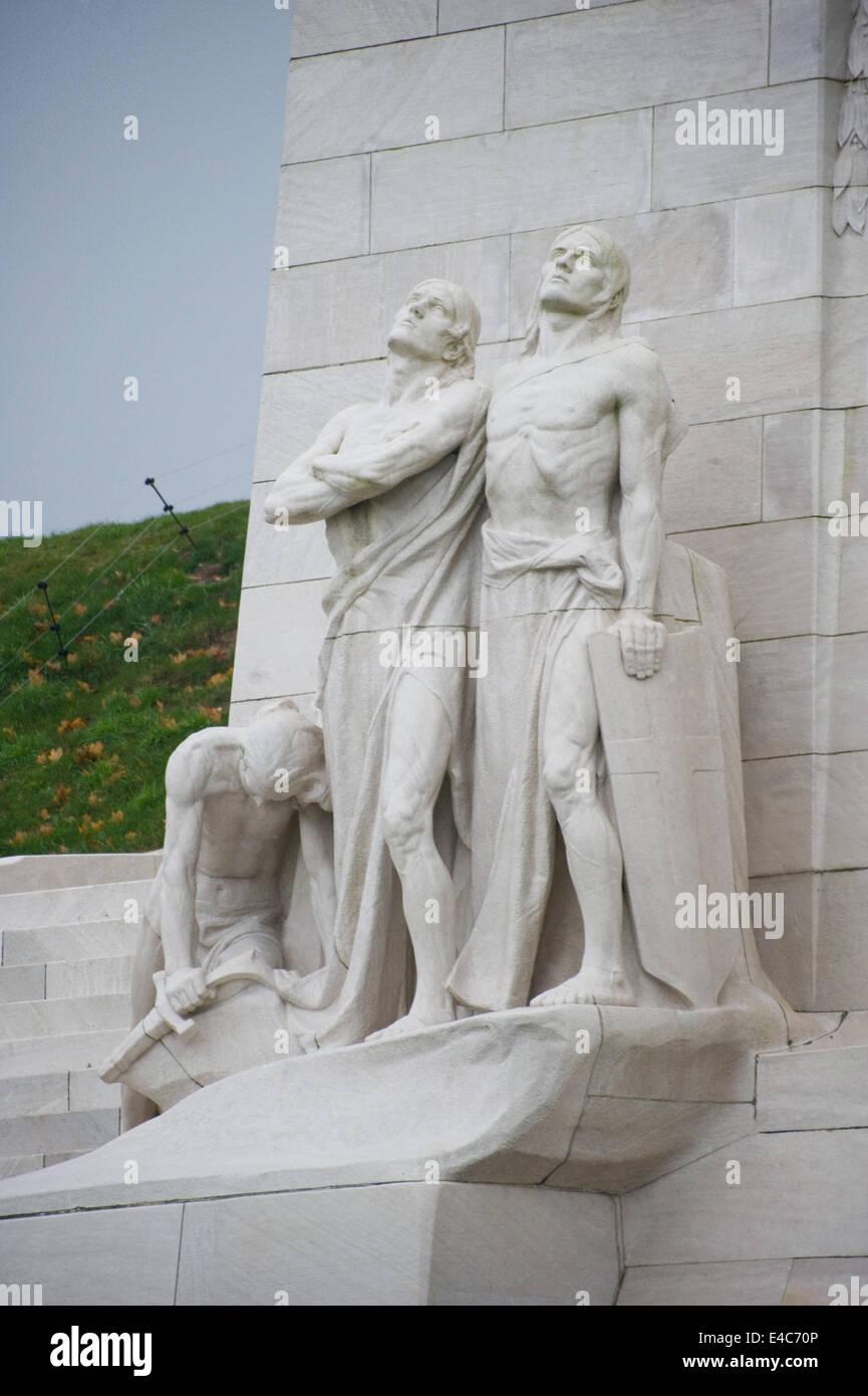 Il pacifista di rottura delle spade statua del Canadian National Vimy Memorial nella regione Nord-Pas-de-Calais, Immagini Stock