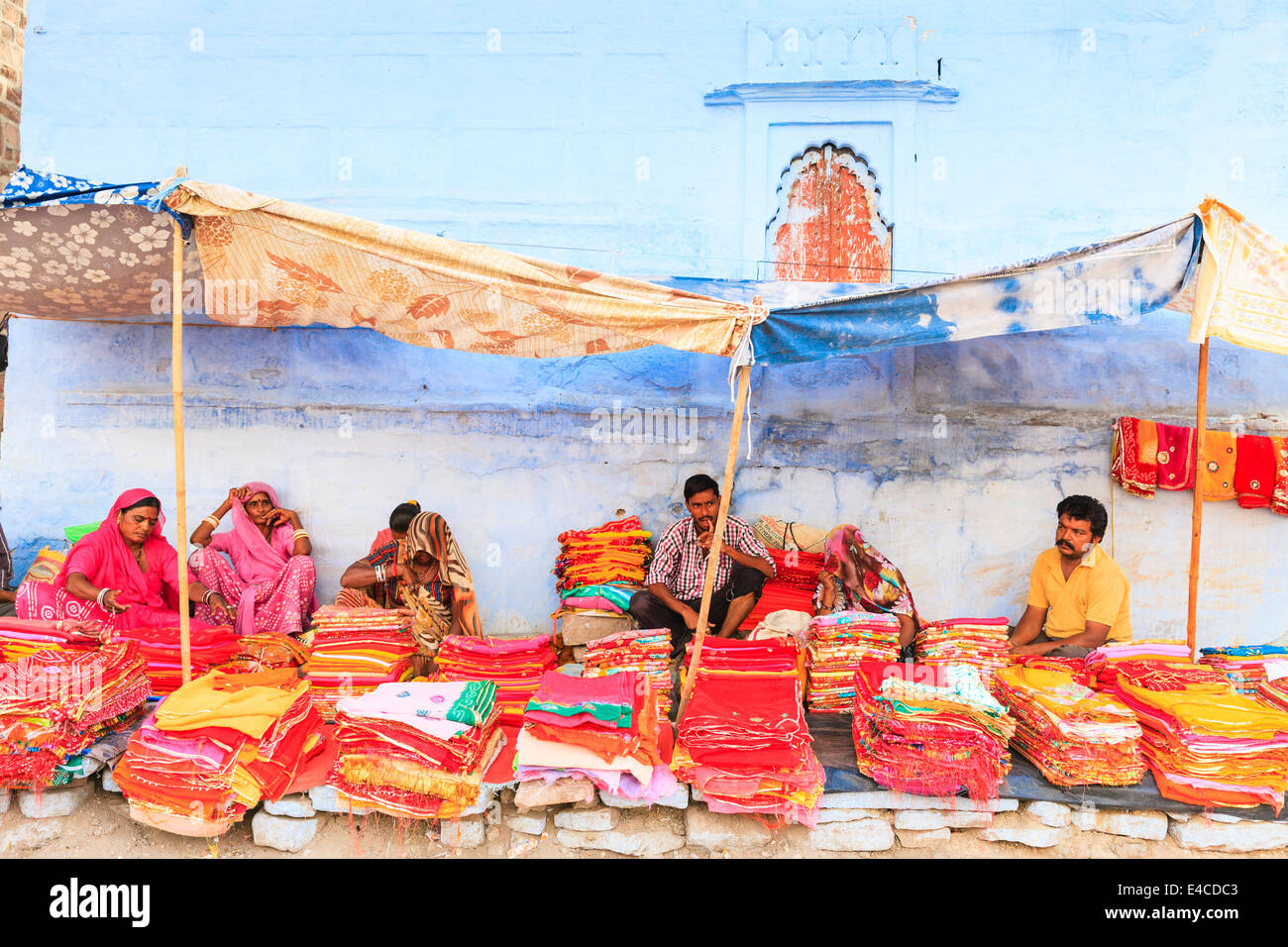Pressione di stallo di seta, Jodhpur, Rajasthan, India Immagini Stock