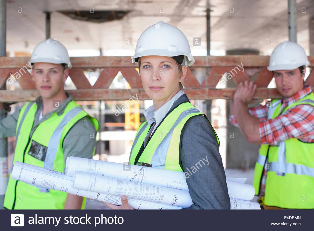 Lavoratori edili sul sito in costruzione Immagini Stock