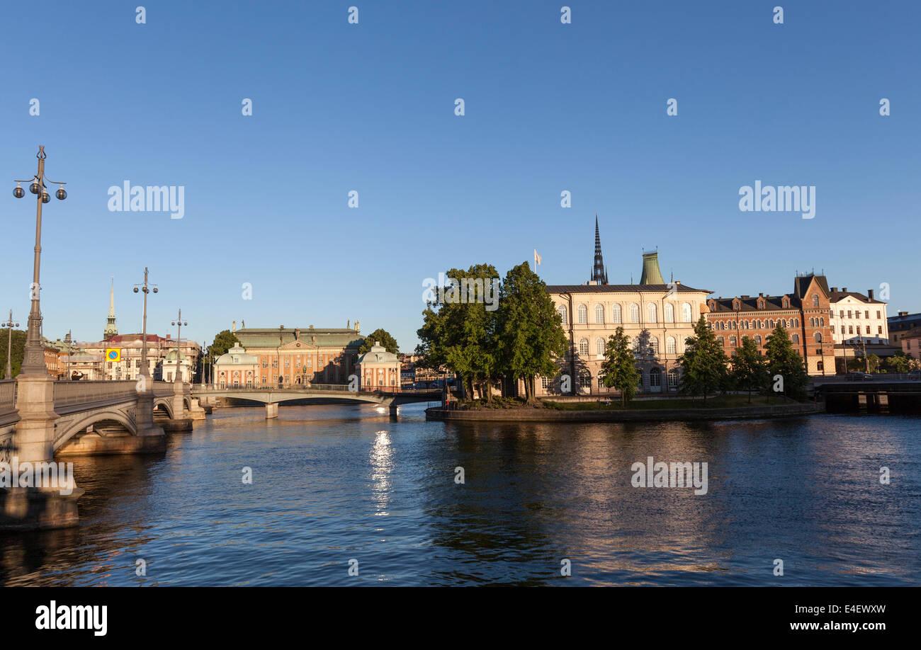 Riddarhuset la Casa della Nobiltà al tramonto dal ponte il Vasabron. Gamla Stan Immagini Stock