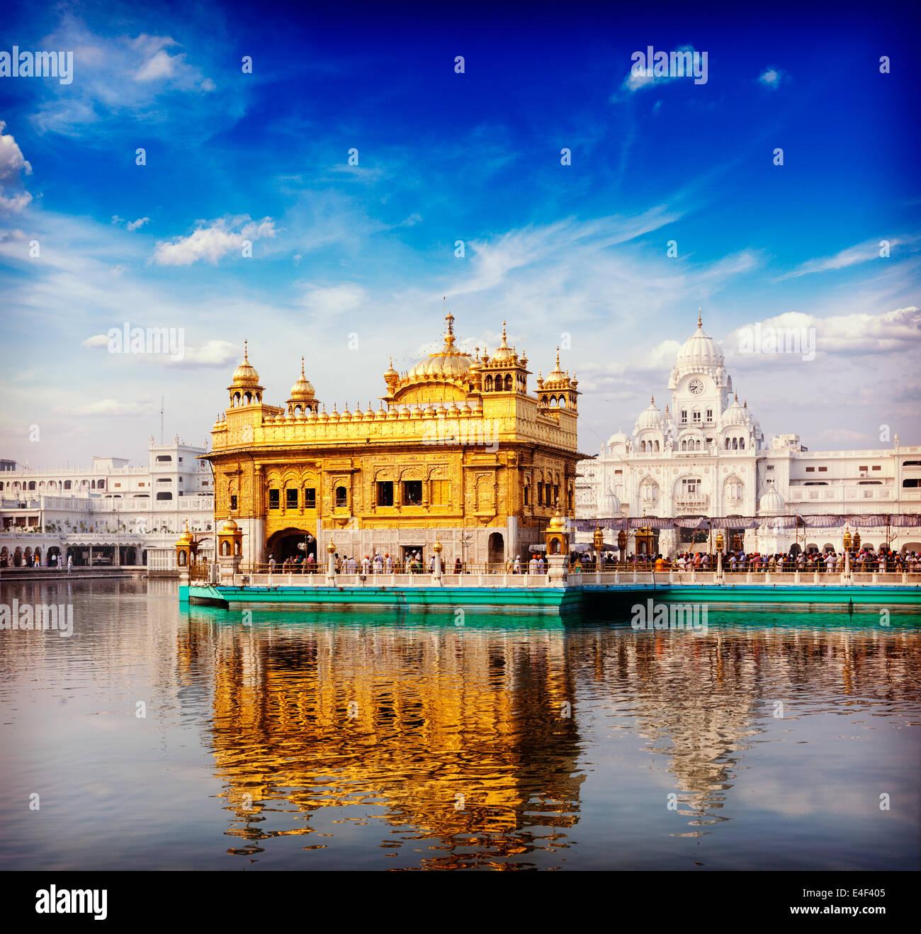 Vintage retrò hipster stile immagine di viaggio del famoso India attrazione Gurdwara Sikh Tempio d'Oro Immagini Stock