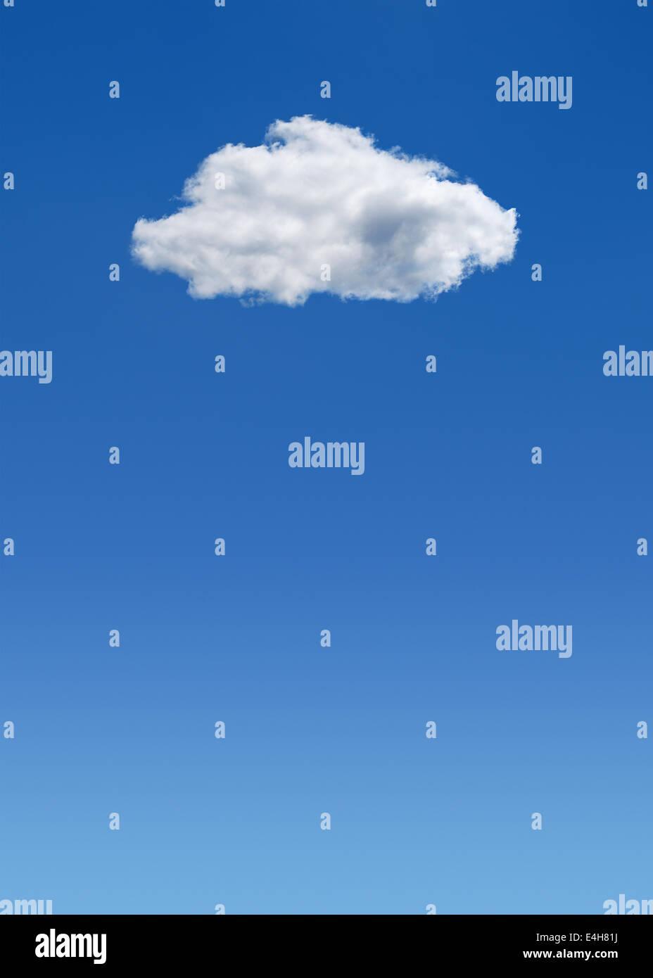 Nuvola in un cielo blu. Immagini Stock