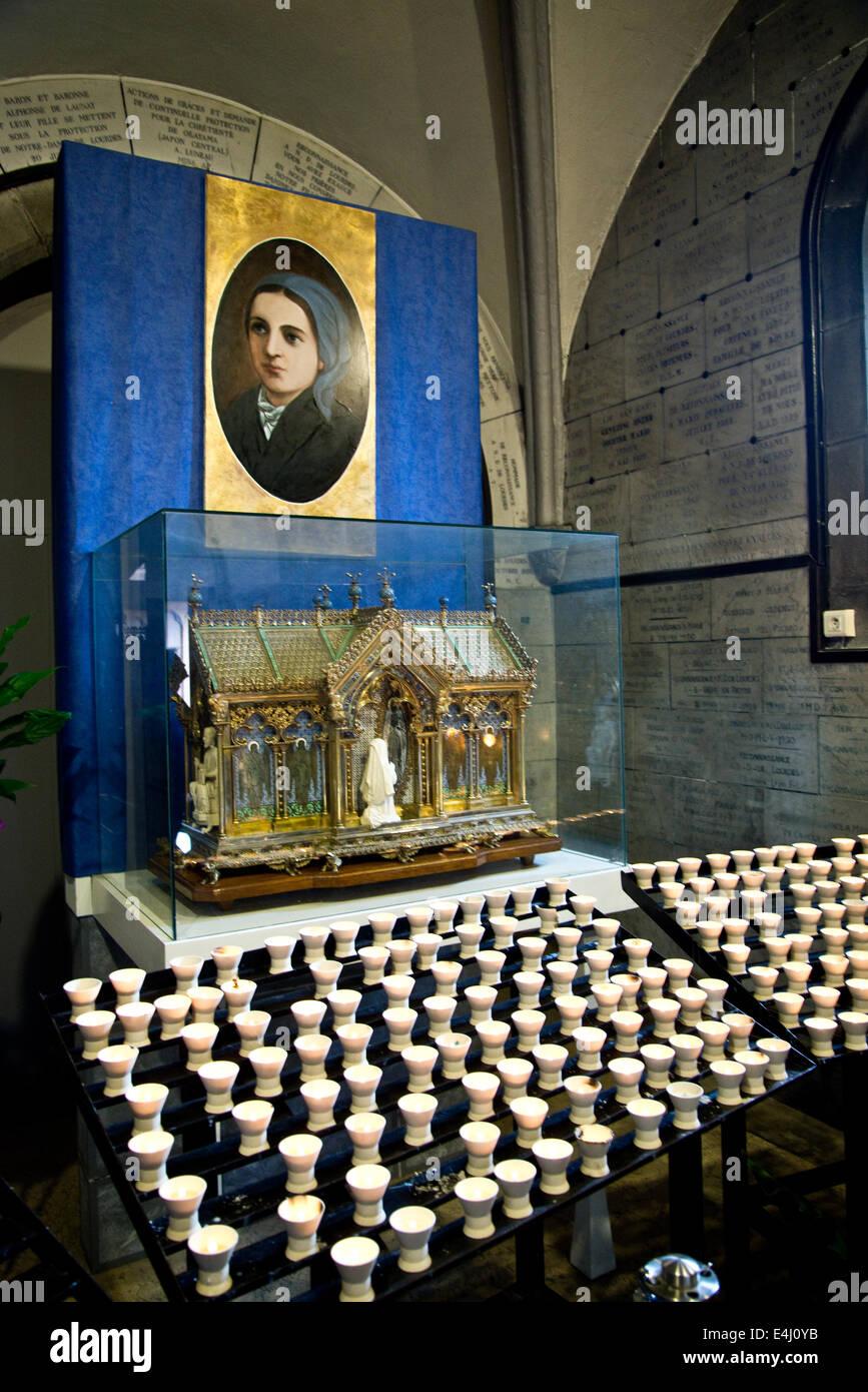 La devozione di candele a Lourdes Immagini Stock