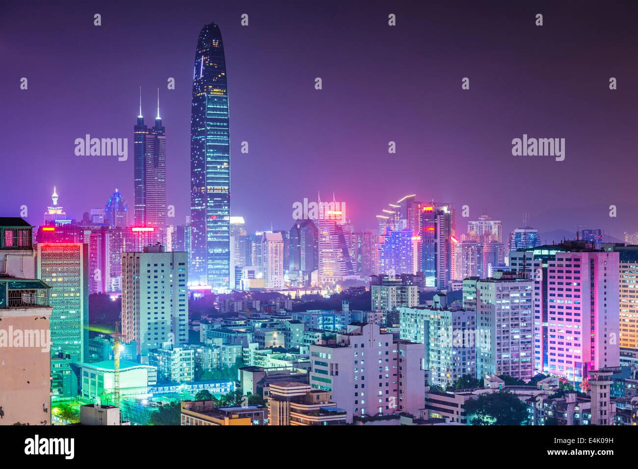 Shenzhen, Cina skyline della città al crepuscolo. Immagini Stock