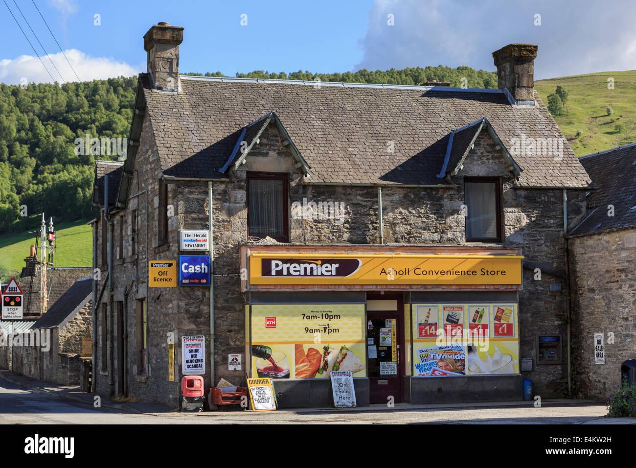 Premier minimarket ed edicole nel villaggio di Blair Atholl, Perth and Kinross, Scozia, Regno Unito, Gran Bretagna Immagini Stock