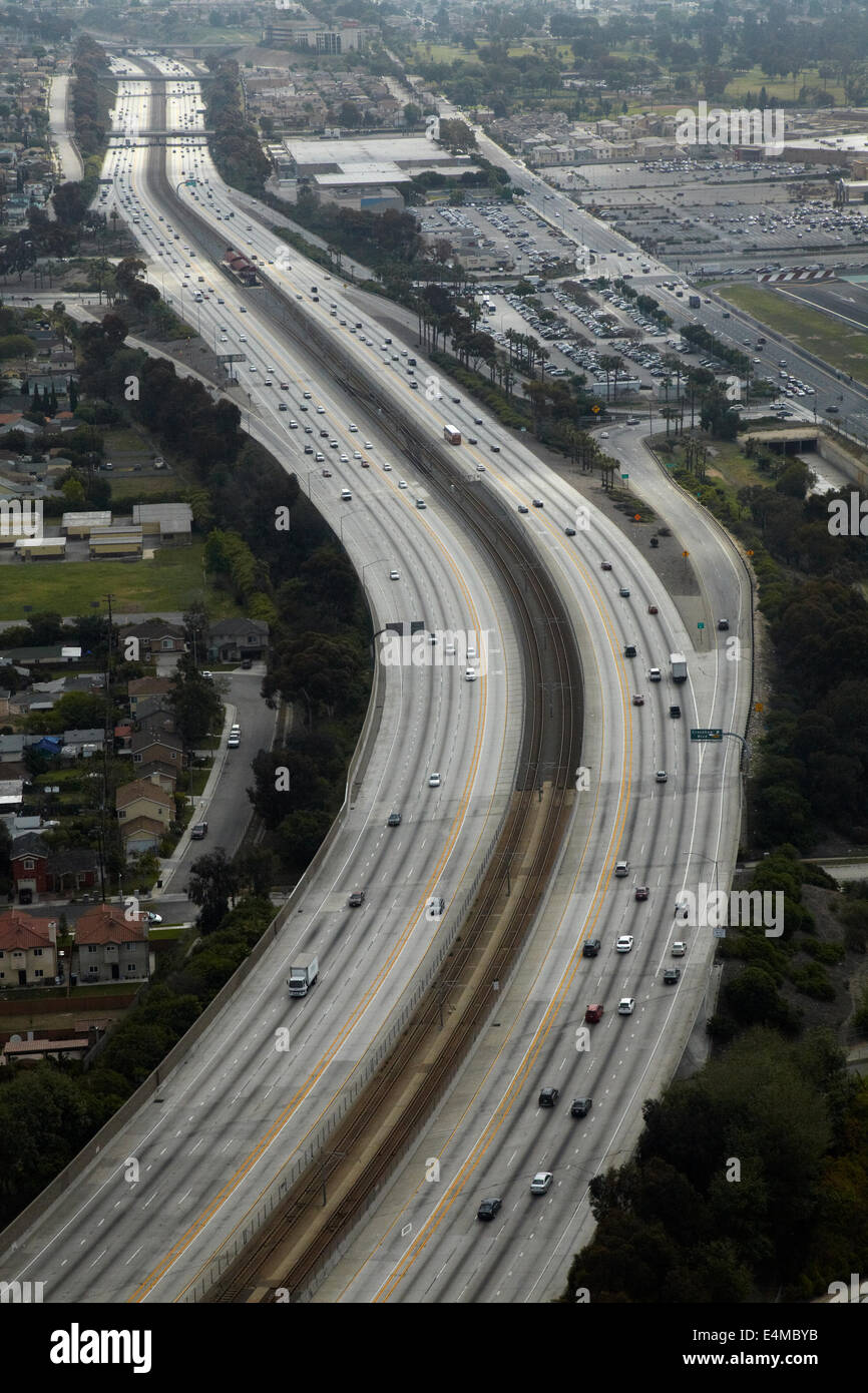 Interstate 105 o I-105, aka Glenn Anderson Freeway e secolo Freeway, Holly Park, Los Angeles, California, Stati Foto Stock