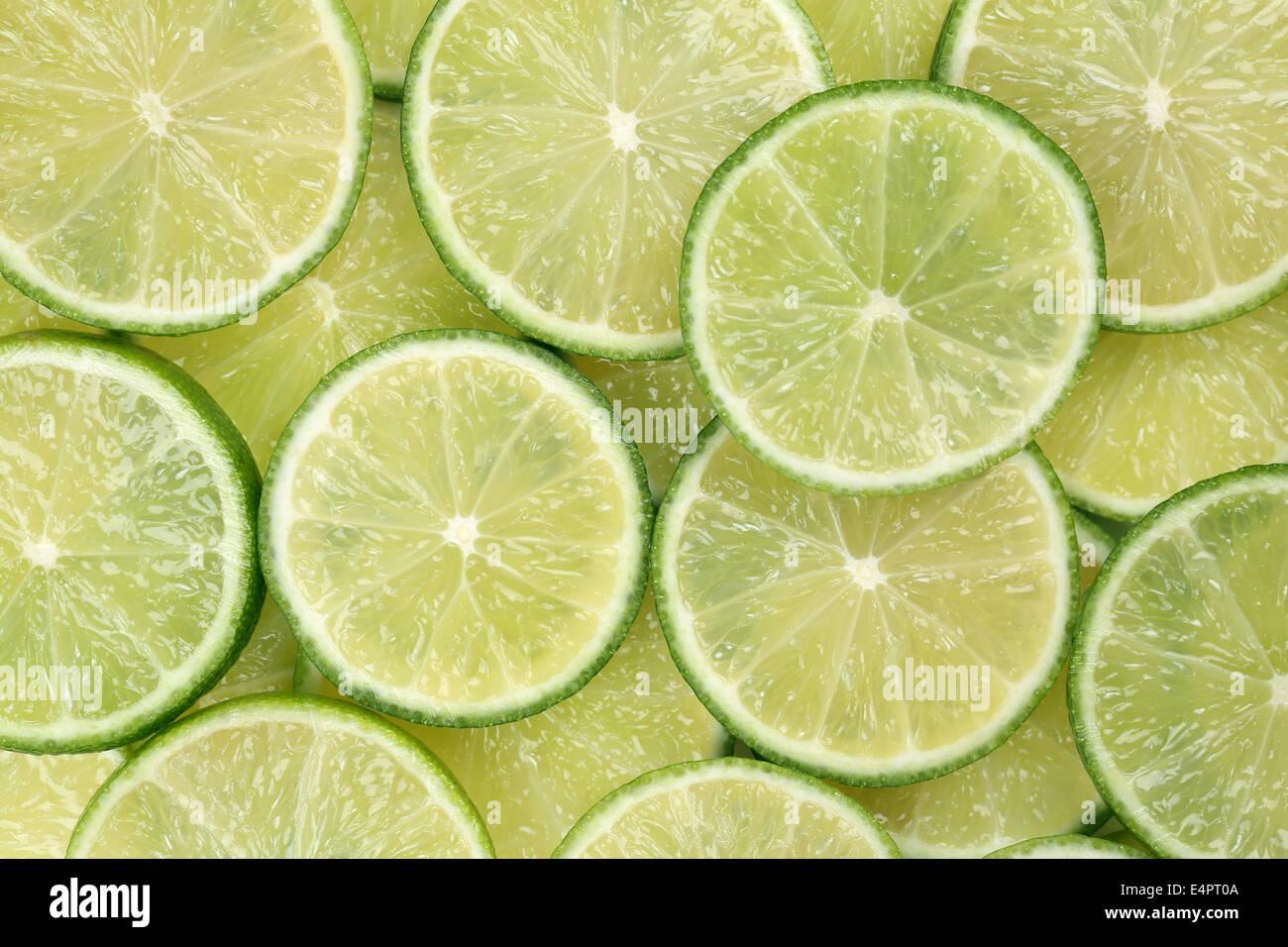 Sfondo costituito da fettine di lime agrumi Immagini Stock