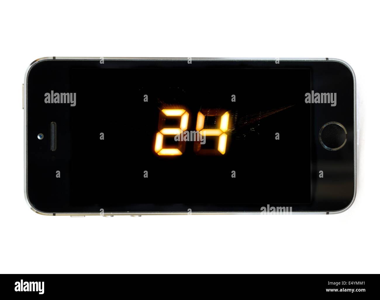 Guardare la serie hit '24' attraverso il cielo ora TV app su un Apple iPhone 5S Immagini Stock