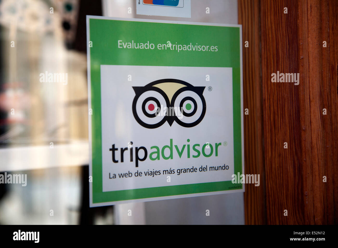 Trip Advisor glass Window sticker, Granada, Spagna Immagini Stock