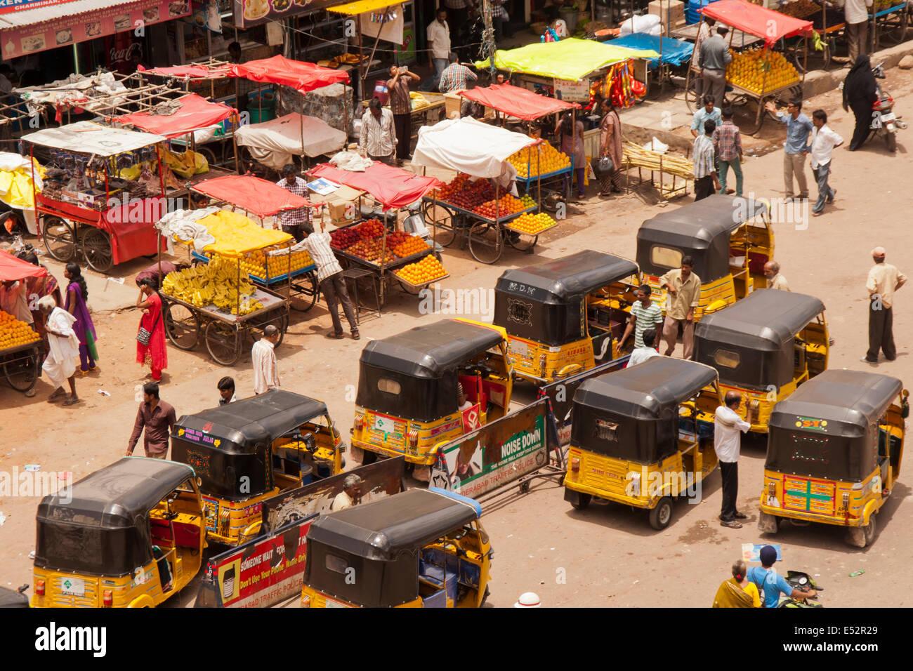 Scena di strada al Charminar, Hyderabad Immagini Stock