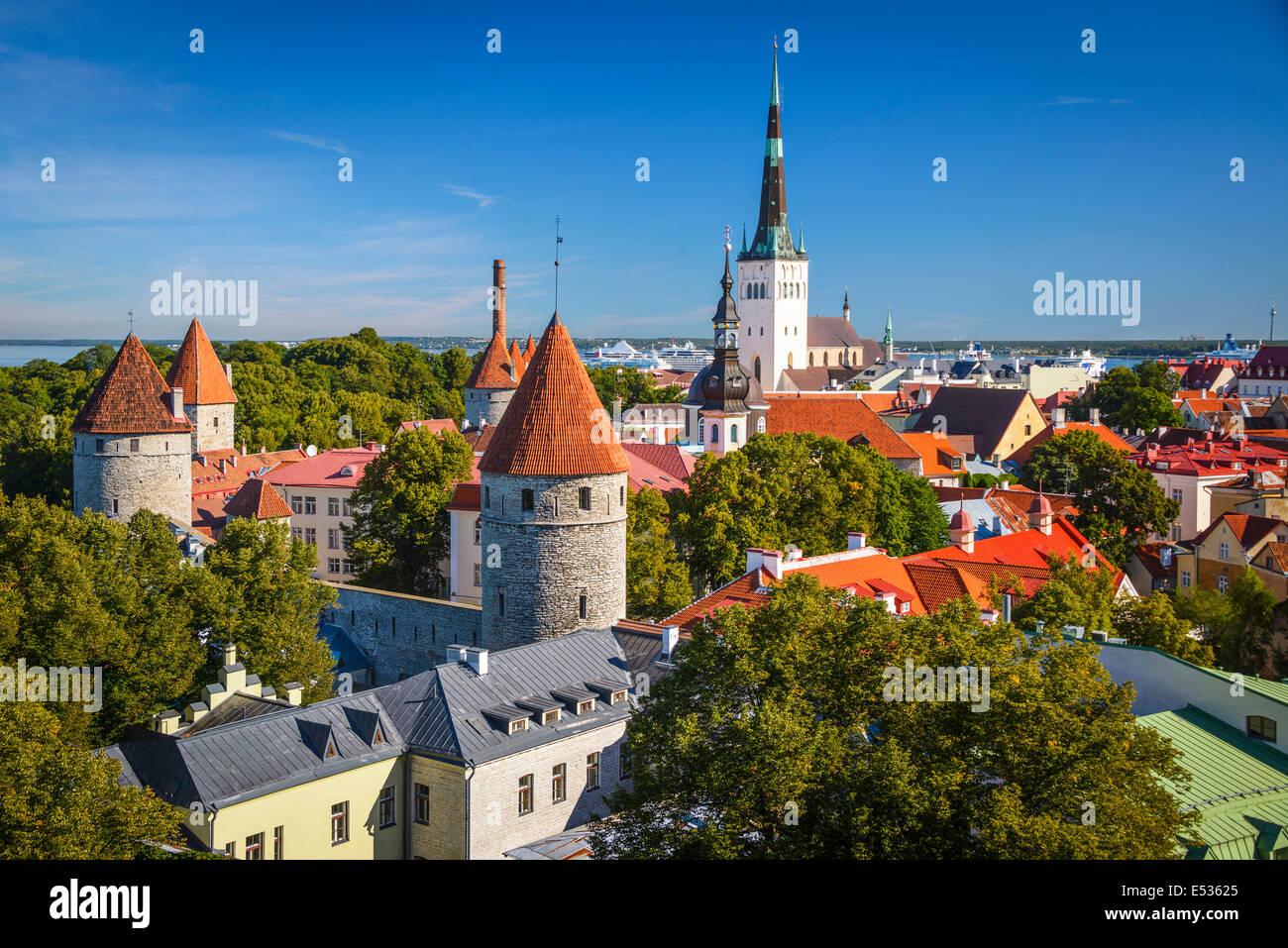 Tallinn, Estonia vecchio lo skyline della citta'. Immagini Stock