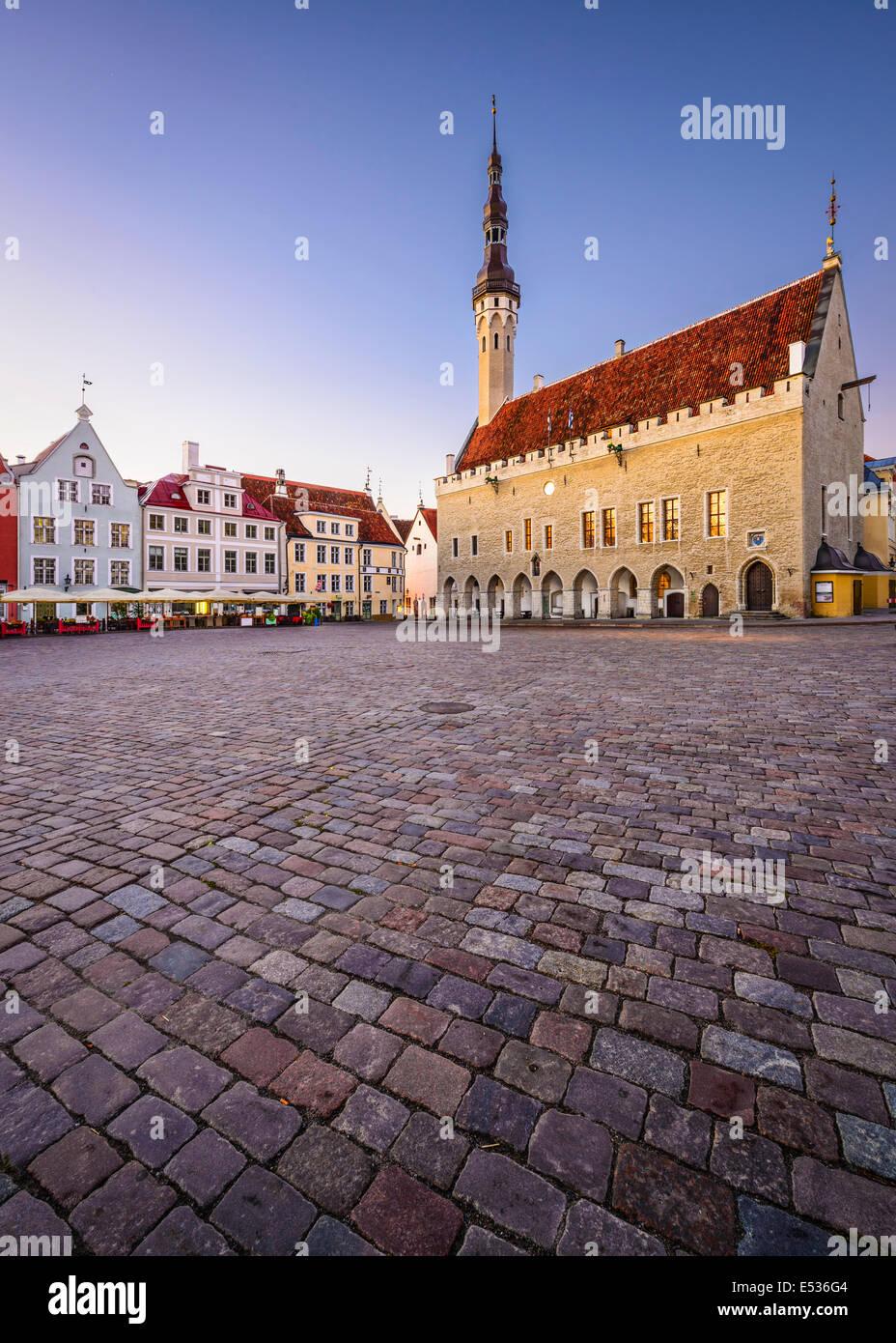 Tallinn, Estonia presso la Old Town Hall Square. Immagini Stock