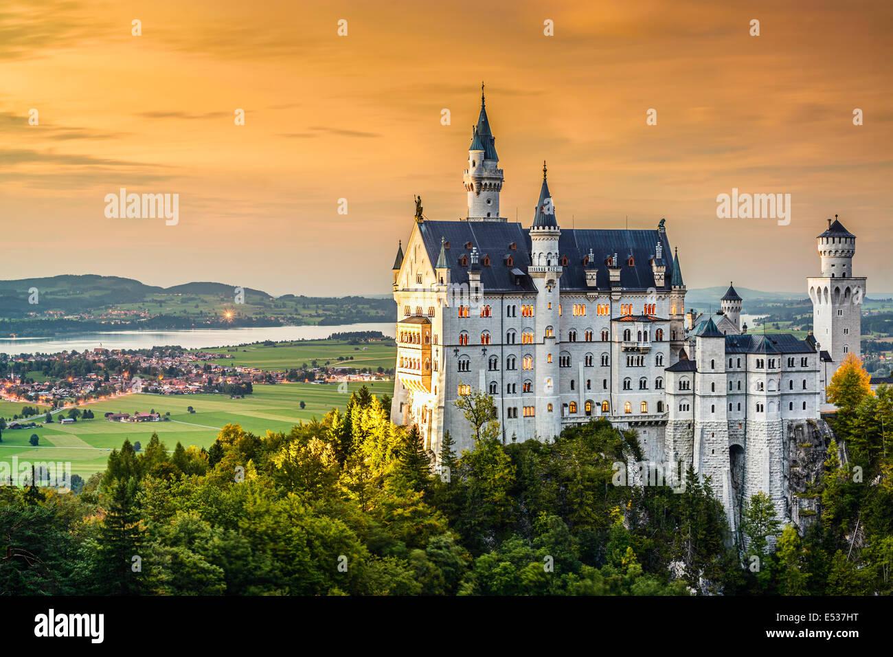 Il Castello di Neuschwanstein nelle alpi bavaresi della Germania. Immagini Stock