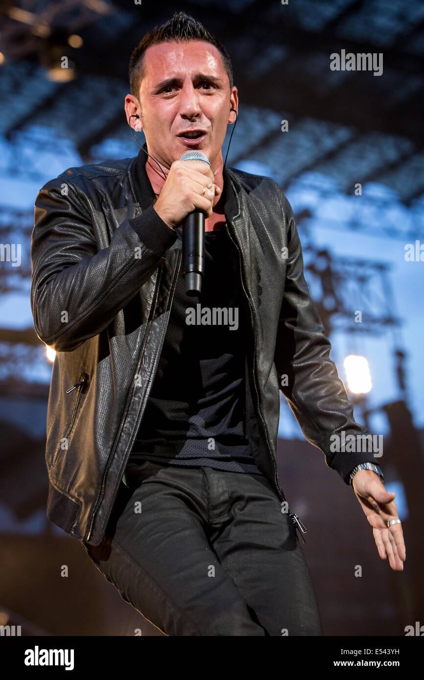 Milano, Italia. Il 19 luglio 2014. La Italian pop rock band MODA' esegue live allo Stadio San Siro durante il Immagini Stock
