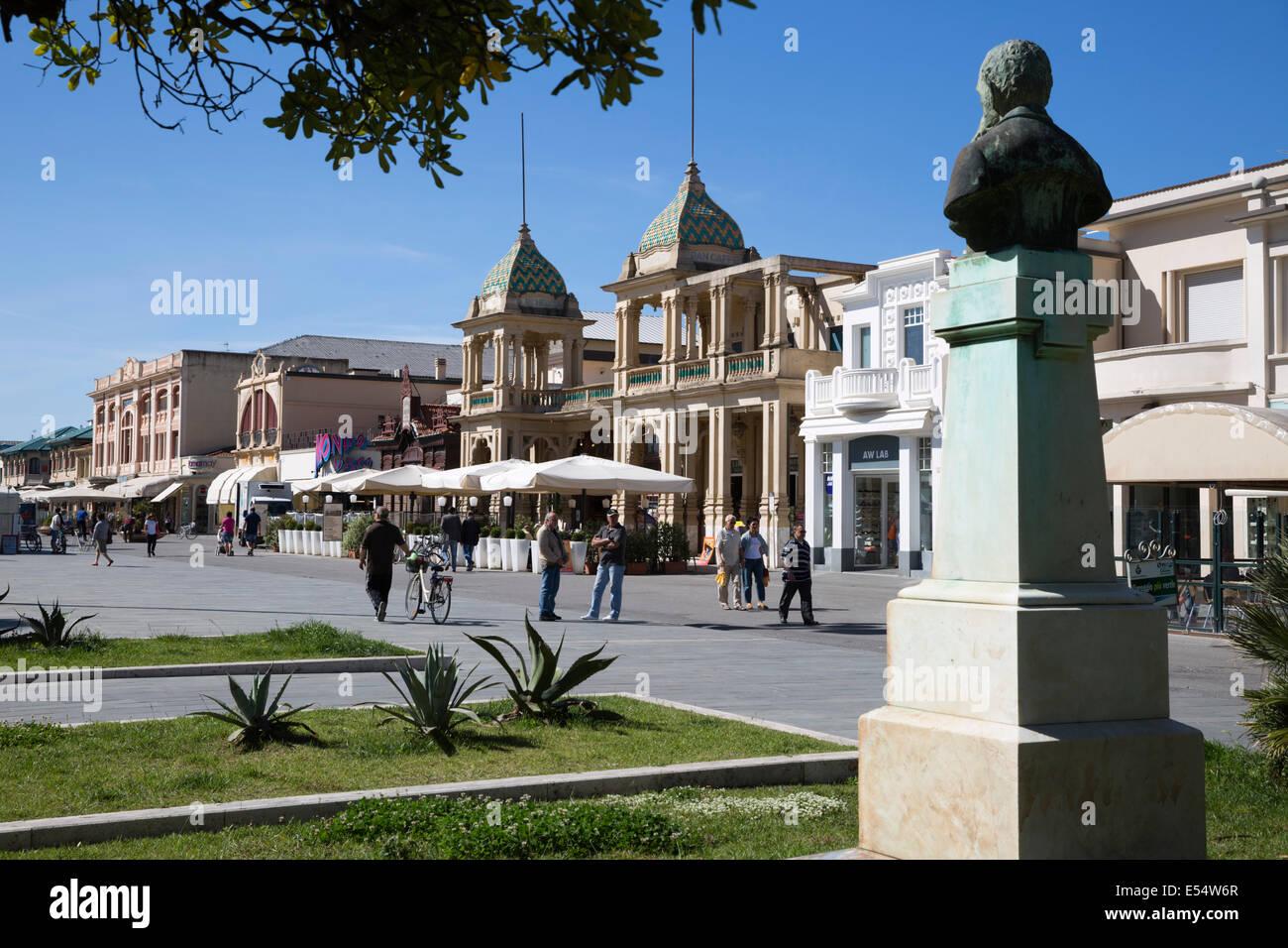 Gran Caffè Margherita e di edifici Art Nouveau lungo la passeggiata sul lungomare, Viale Regina Margherita, Immagini Stock