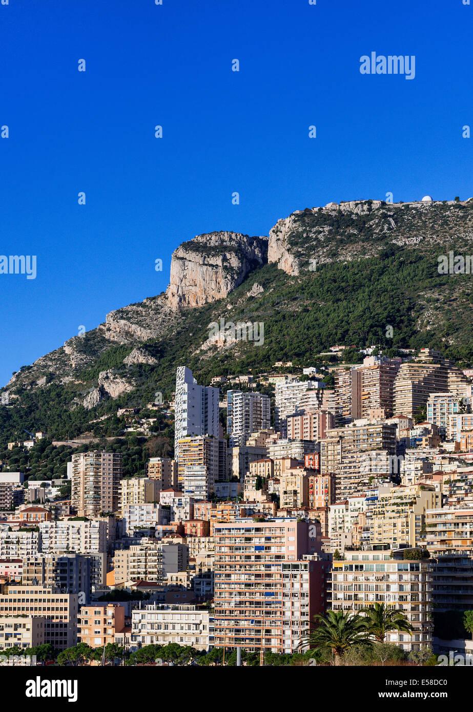 Cluster ad alta densità di edifici della città, Fontvieille, Monaco Immagini Stock