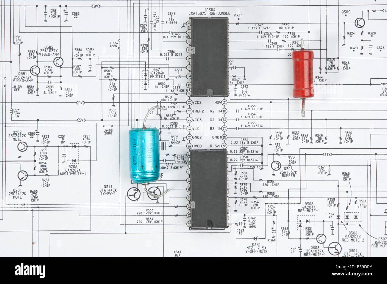 Schema Di Cablaggio : Chip di silicio sullo schema di cablaggio foto immagine stock