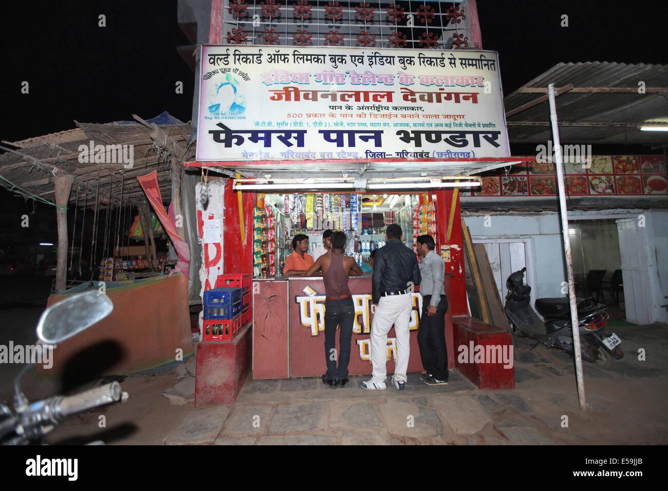 Un tipico paan shop, Gariyaband, Chattisgadh, India Immagini Stock