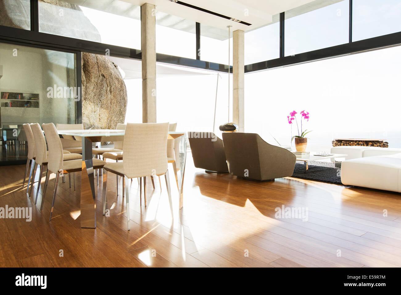 Zona Pranzo Moderna.Zona Pranzo E Soggiorno In Casa Moderna Foto Immagine