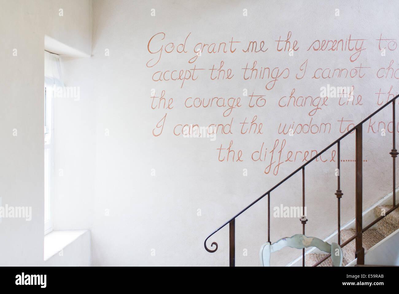 Citazione sulla parete della casa rustica Foto Stock