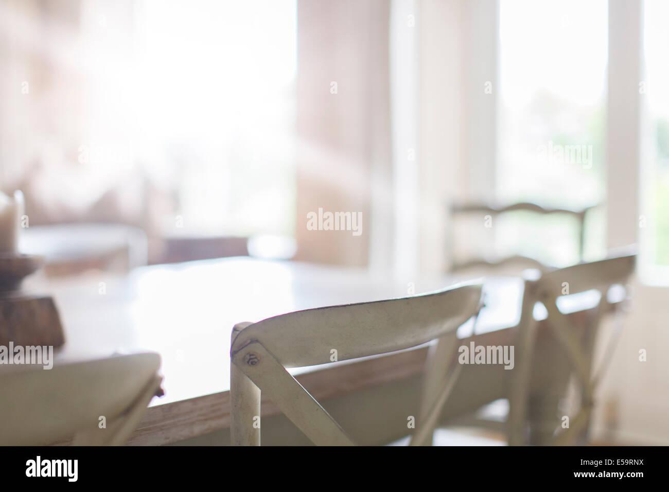 Close up di sedie in sala da pranzo Foto & Immagine Stock: 72130966 ...