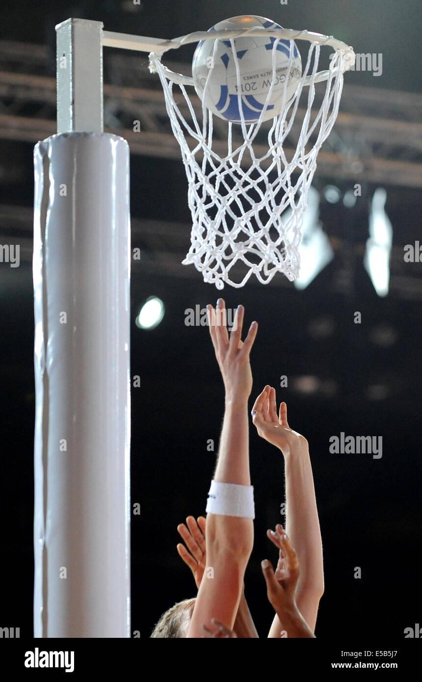 NETBALL HOOP & Palla ufficiale AUSTRALIA V ENGLAND NETBALL SECC GLASGOW Scozia 26 Luglio 2014 Immagini Stock