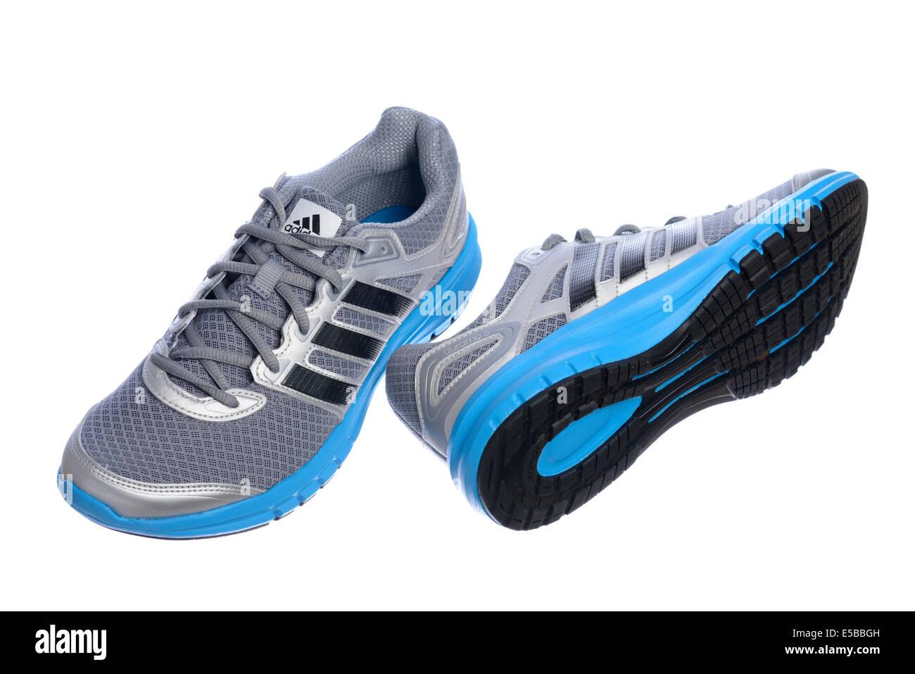 reputable site de2f9 30203 Argento e blu Adidas scarpe da corsa Immagini Stock