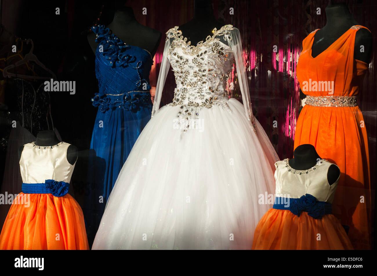 Abbigliamento formale finestra boutique display, CBD, Cagayan de Oro, Misamis Oriental, sull isola di Mindanao, Immagini Stock