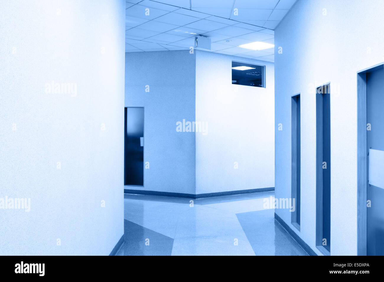 Colori Ufficio Moderno : Prospettiva del corridoio all ufficio moderno tonica in colore blu