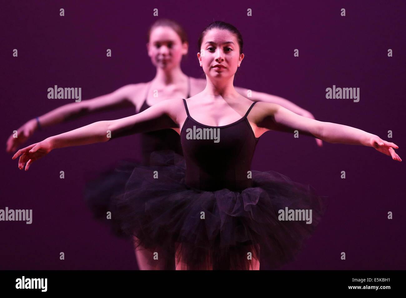 Studente di scuola superiore teatro performance di danza Immagini Stock
