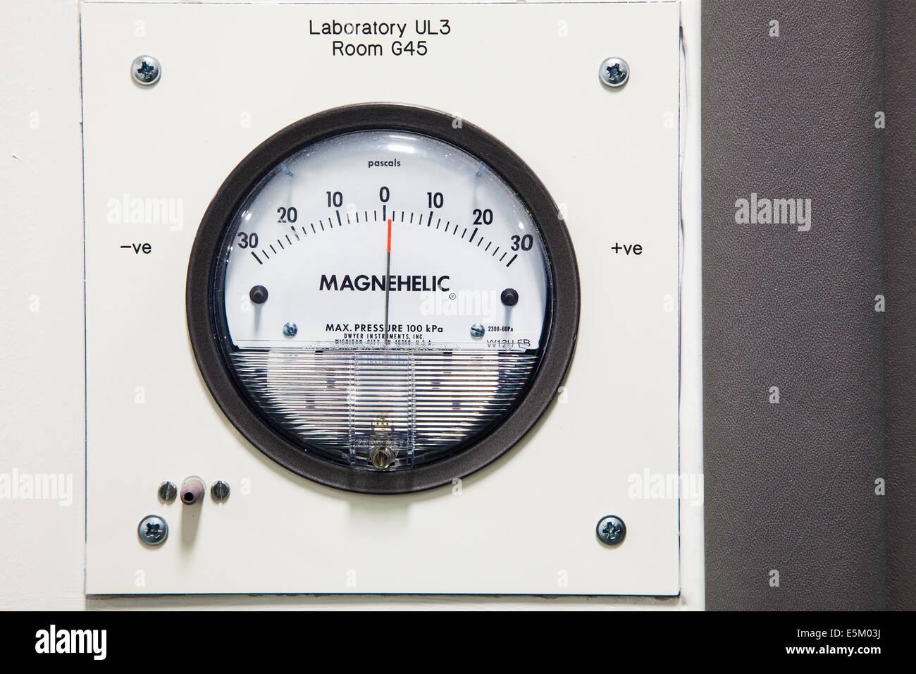 Un misuratore di pressione differenziale utilizzando Pascal unità di misura. Immagini Stock