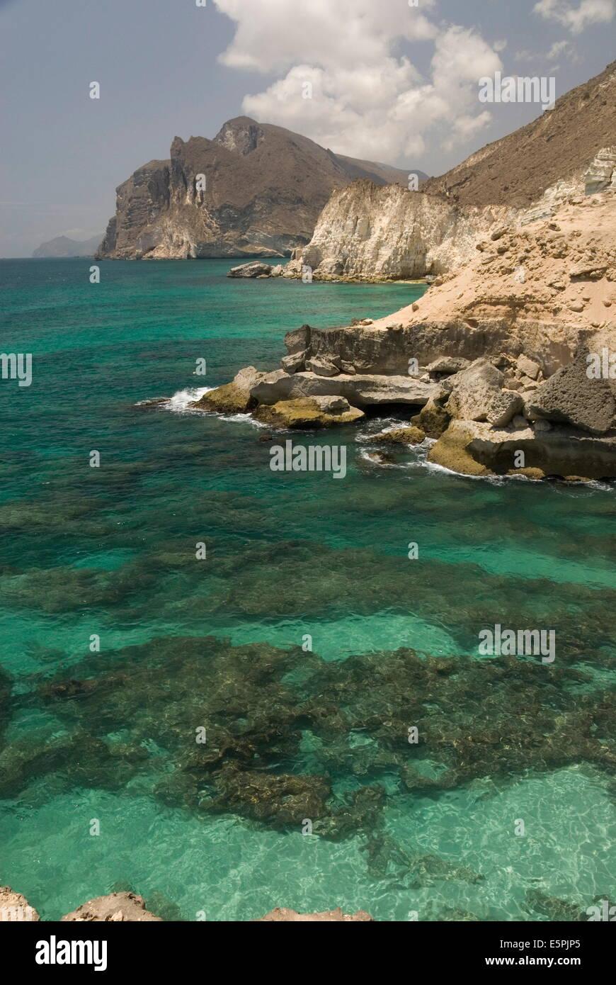 La Limestone Coast del Sud dell'Oman, Mughsayl, Salalah, Dhofar, Oman, Medio Oriente Immagini Stock