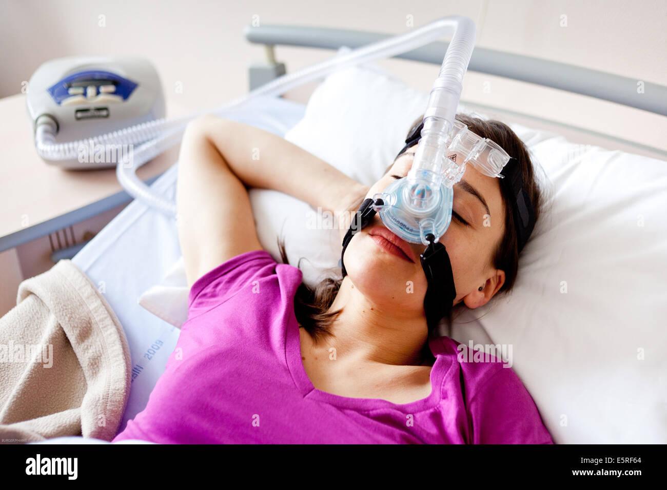 Il trattamento di apnea nel sonno e il russamento : pazienti affetti da apnea ostruttiva da sonno sindrome (OSAS) Immagini Stock