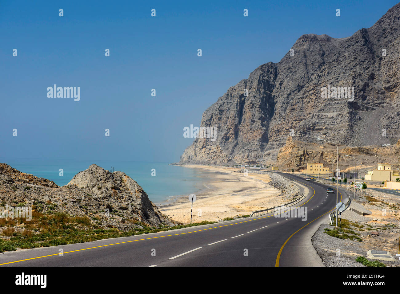 Khasab strada costiera, Musandam, Oman, Medio Oriente Immagini Stock