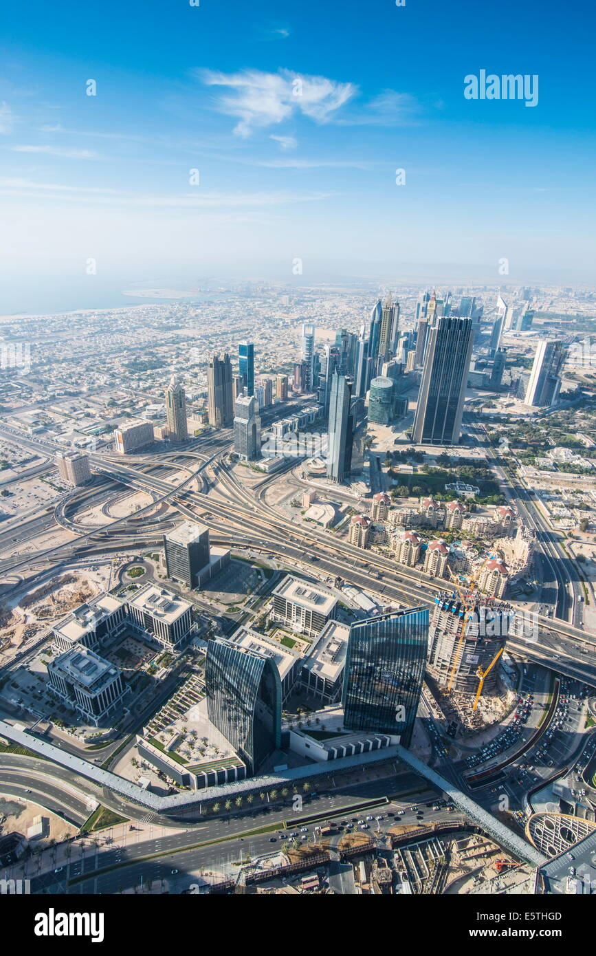 Vista su Dubai dal Burj Khalifa, Dubai, Emirati Arabi Uniti, Medio Oriente Immagini Stock
