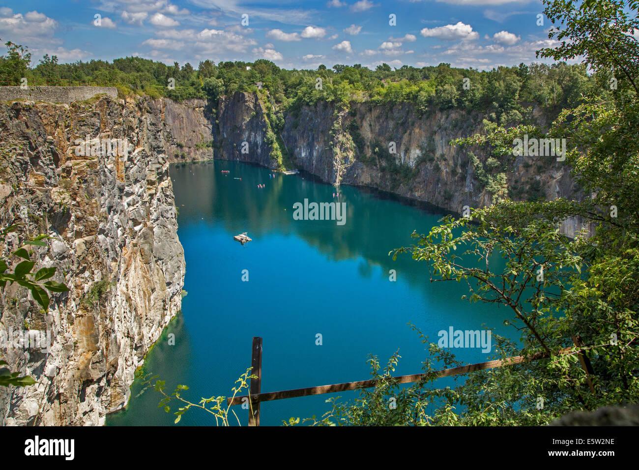 Lago della vecchia cava di porfido Carrière De Cosyns, ora un punto di immersione in Belgio, Lessines / diminuire, Immagini Stock