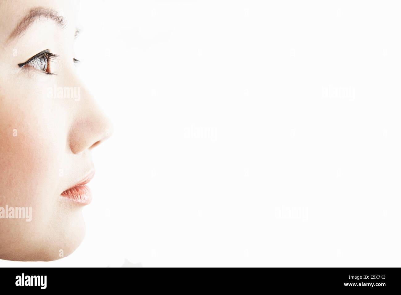 Close up studio profile della giovane donna Immagini Stock