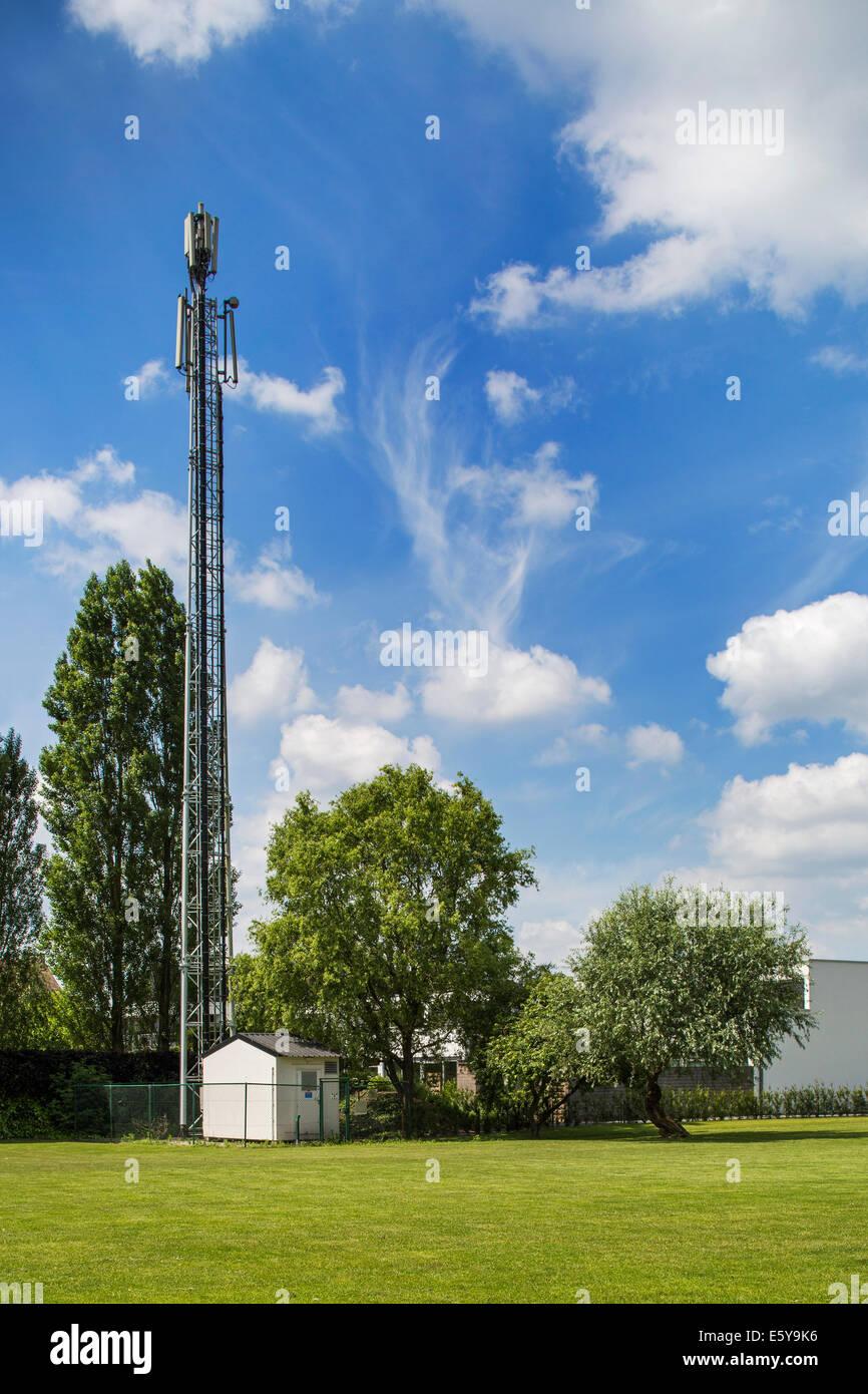 La stazione di base e il montante per la telefonia mobile Immagini Stock