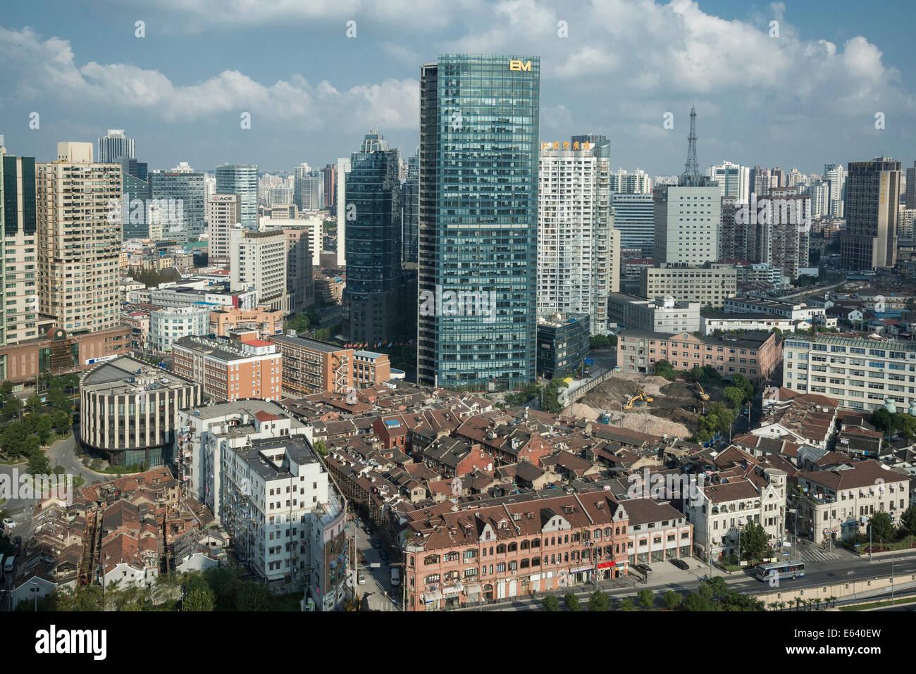Tradizionali e moderni quartieri, Shanghai, Cina Immagini Stock