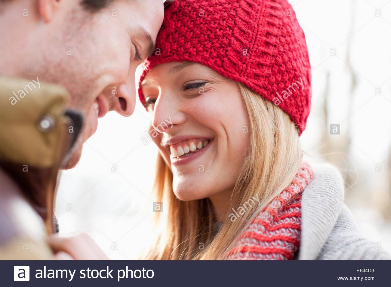 Close up di sorridere giovane faccia a faccia Immagini Stock