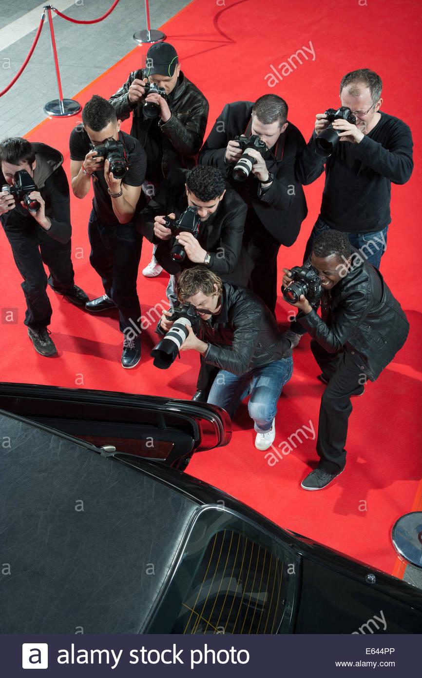 Paparazzi di scattare le foto di celebrità dell'auto Immagini Stock