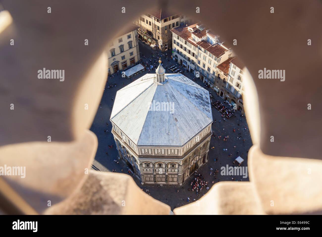 Il battistero in Piazza del Duomo di Firenze Immagini Stock