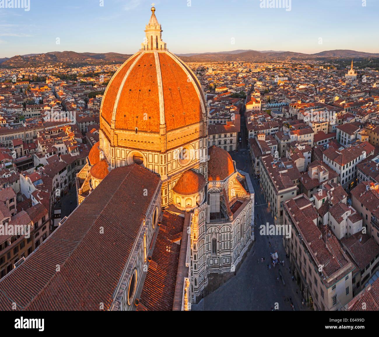 Il Duomo di Santa Maria del Fiore e panorama su Firenze, Italia Foto Stock
