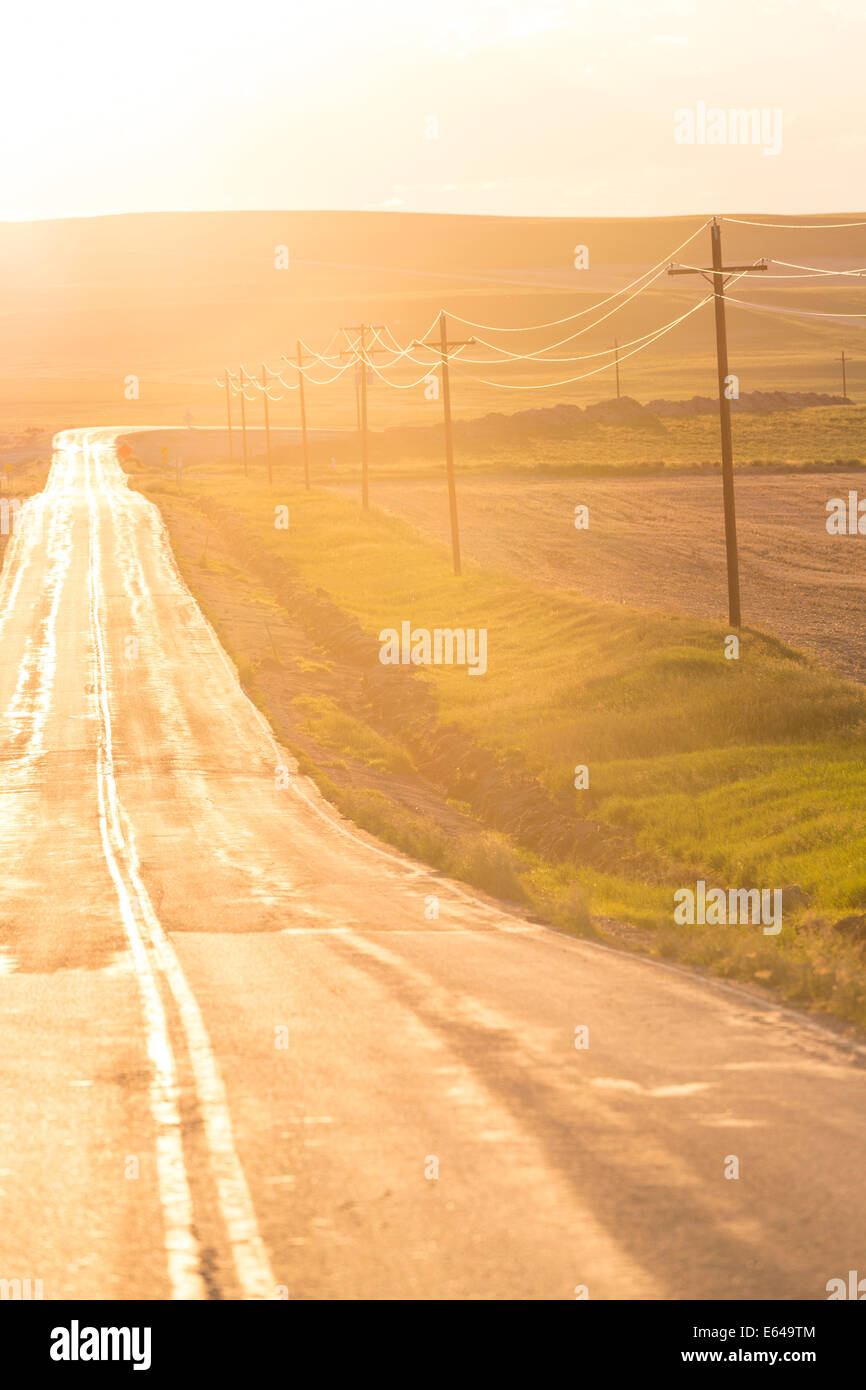 Aperta la strada al tramonto, Montana, USA Foto Stock