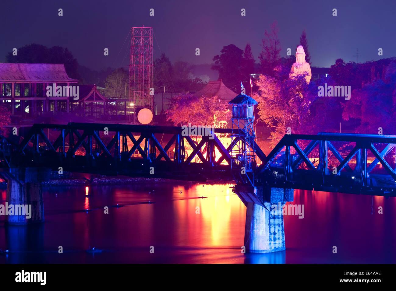 Spettacolo di luci e suoni, il Ponte sul Fiume Kwai, Kanchanaburi Thailandia Immagini Stock