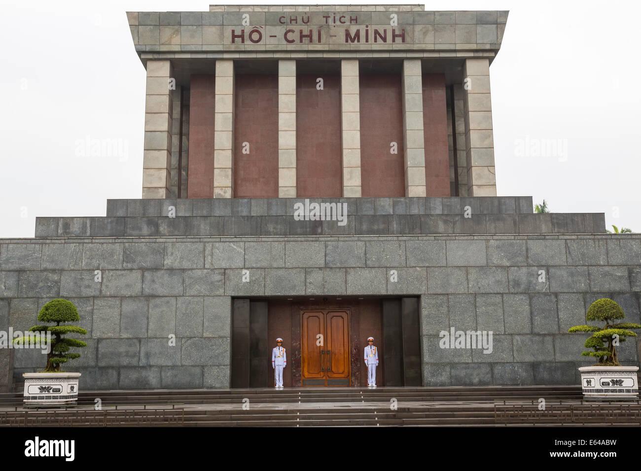 Il Mausoleo di Ho Chi Minh & protezioni, Hanoi Vietnam Immagini Stock