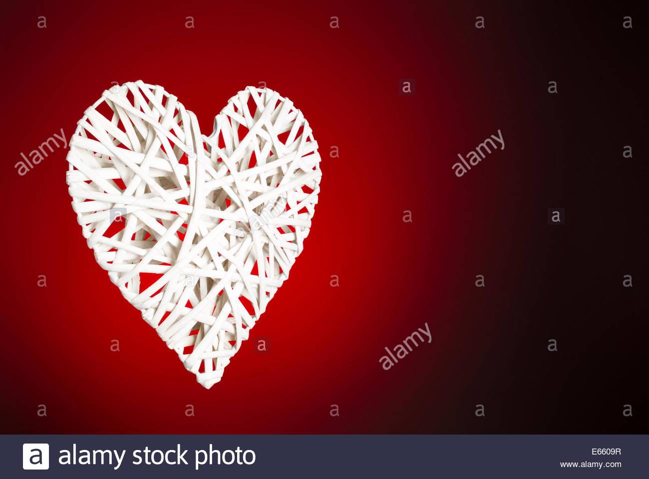 Cuore di reticolo su sfondo rosso Immagini Stock