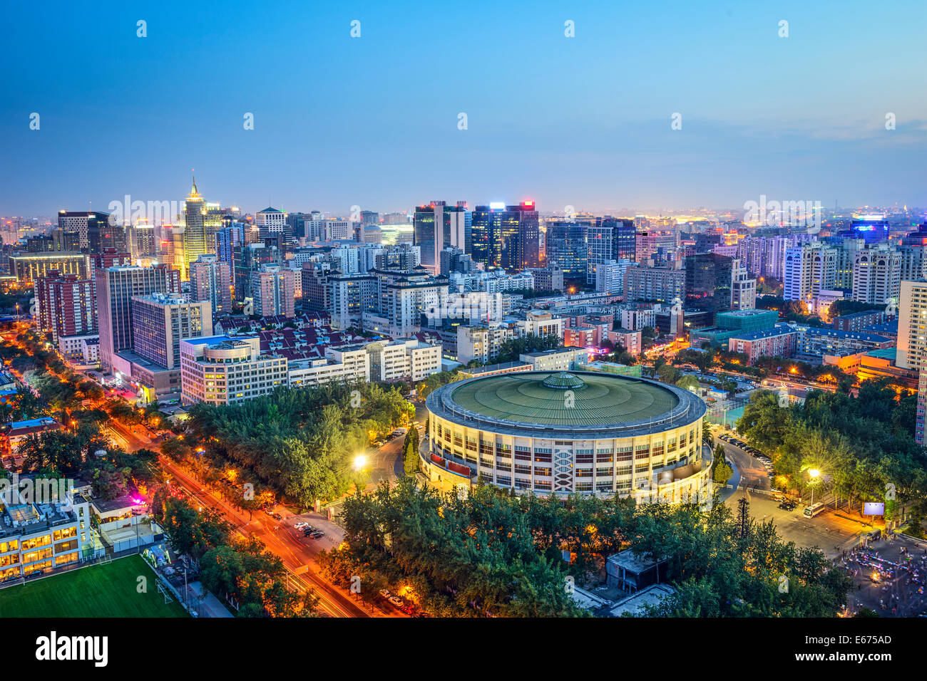 Pechino, Cina cityscape rispetto ai lavoratori Indoor Arena nel Distretto di Chaoyang. Immagini Stock