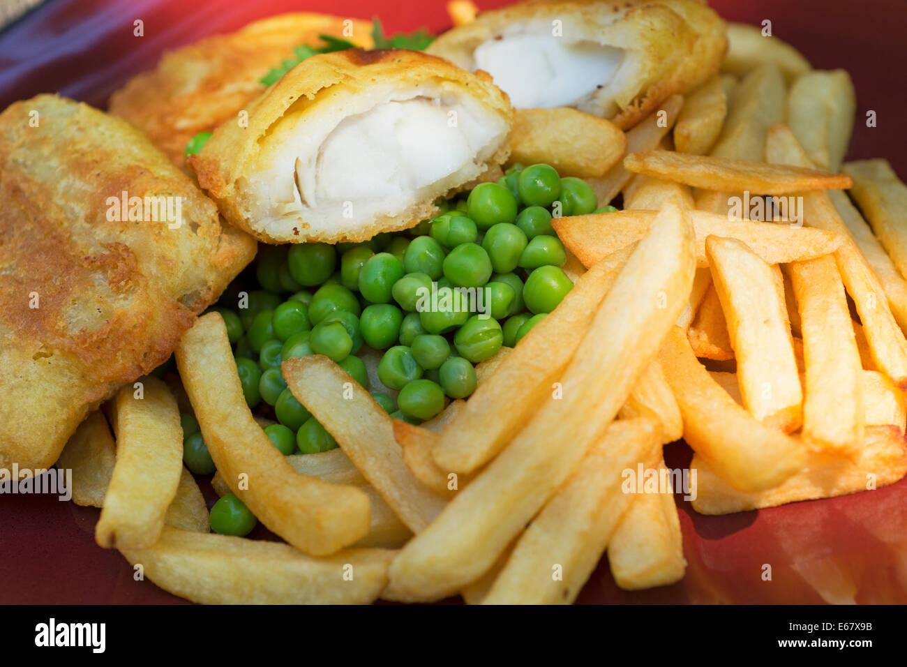 Pesce e patatine e piselli Immagini Stock